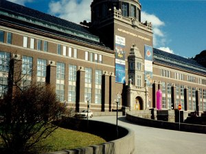 The Swedish Museum of Natural History - my old workplace. I was on the top floor, to the right of the entrance. And yes, that's a giant pink condom in front of the building. Don't ask.